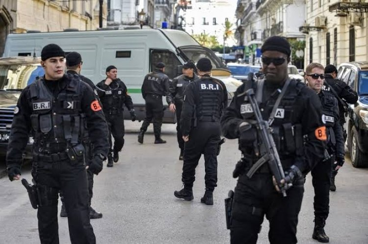 الشرطة الجزائرية تعتقل أشخاصا لهم علاقة بالحراك الشعبي وتتهم سفارة أجنبية بالتمويل