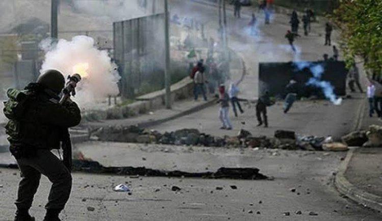 إصابة عشرات المقدسيين في مواجهات ما زالت مستمرة مع الجيش والمستوطنين