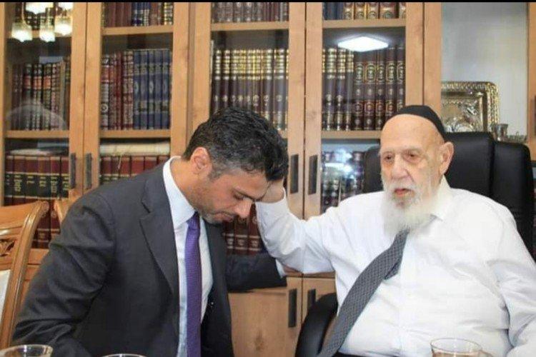 سفير الإمارات يتلقى بركة الكهنة من رئيس مجلس حكماء التوراة في القدس المحتلة