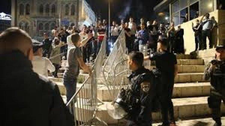 شرطة الاحتلال تقمع المحتجين على اقتحام بن جبير لمنطقة باب العامود في القدس