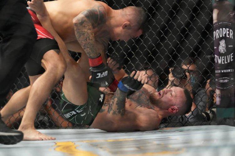 ماكغريغور يصاب في مستهل مبارزته مع بوارييه ويخسر بالضربة القاضية الفنية