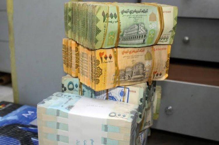 هبوط سريع للريال اليمني والدولار يلامس 1100 ريال