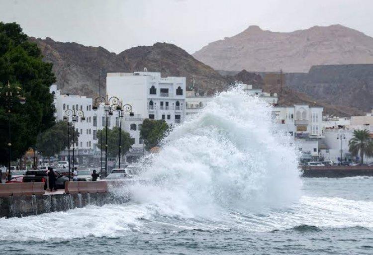 إخلاء 4 محافظات في سلطنة عمان بسبب إعصار شاهين