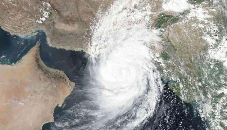 إعصار شاهين يجتاح سلطنة عمان