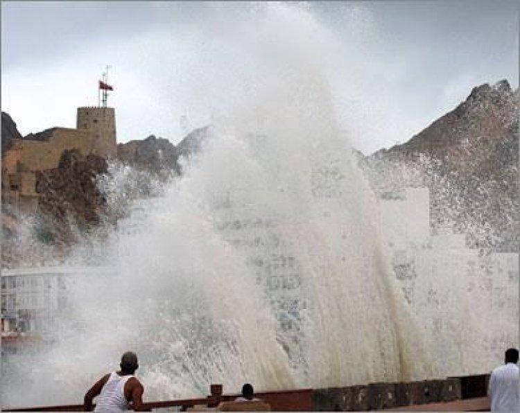إعصار شاهين.. انهيار جبل في عُمان ومصرع شخصين