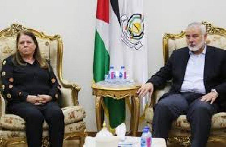 اسماعيل هنية يستقبل فدوى البرغوثي زوجة القائد الوطني الأسير مروان البرغوثي