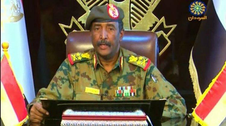 رئيس مجلس السيادة السوداني: القوات المسلحة ستحمي الفترة الانتقالية ولا حل للوضع الراهن إلا بحل الحكومة