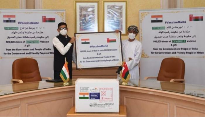 سلطنة عمان تتسلم 100 ألف جرعة لقاح أسترازينيكا من الهند