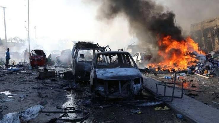 انفجار ضخم وإطلاق نار في مقديشو